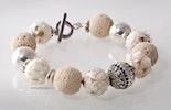 """""""Schneewittchen"""" Armband mit Weiss/Elfenbein Muranoglasperle helle Lavaperlen und echt Silber925"""