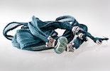Petrolfarbiges, indisches Seidenarmband mit Glasperle und Echtsilberschmuck 925. Bestellung von Monika