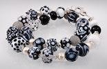 Halskette mit schwarz/weissen und durchsichtigen Glasperlen und Echtsilberperlen/-Verschluss