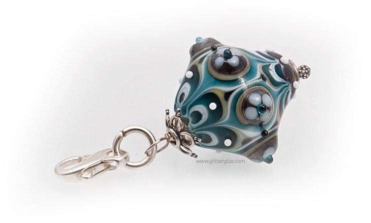"""""""Goggo""""kleiner Schmuckanhänger in orientalischem look in schönem petrolblau und beige kombiniert mit Silber925"""