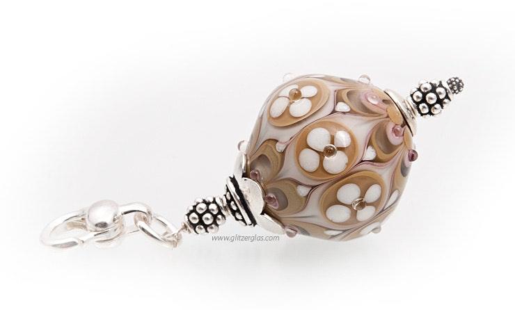 """""""Sandee"""" Schmuckanhänger orientalischer Glasperle in sandbeige und einem Hauch rosa. echt Silber 925"""