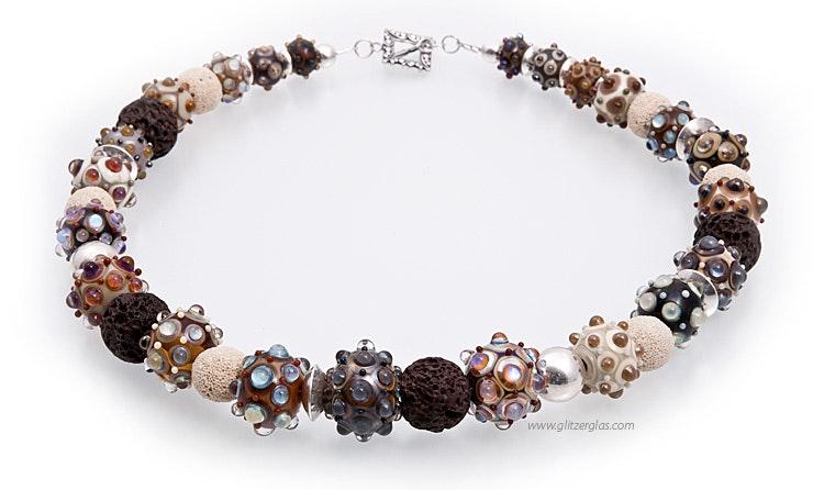 Halskette mit Glasperlen (Bild 1 von 2)