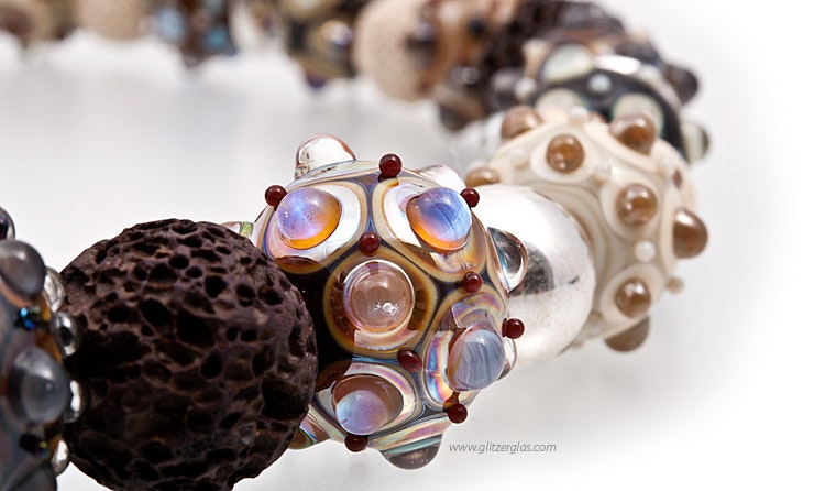 Halskette mit Glasperlen (Bild 2 von 2)
