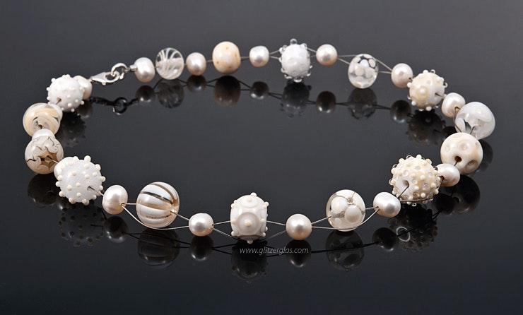 """""""Just Married"""" Halskette in weiss/elfenbein kombiniert mit Süsswasserperlen (Bestellung)"""