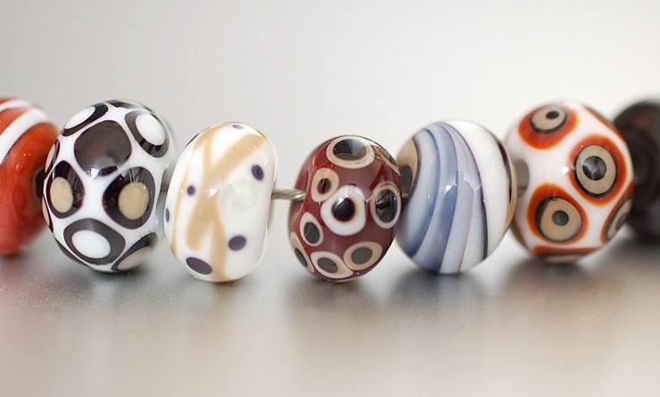 Perlenmix mit 8 Muranoglasperlen an Halsreif aus Draht