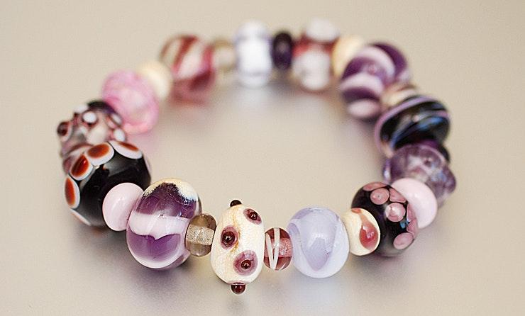 Armbänder aus Glasperlen hochwertigem Gummiband(verkauft Ostermarkt/Bremgarten)