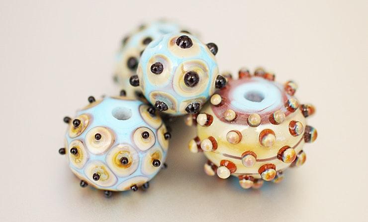 Glasperlen mit Dot's, verkauft/Basel