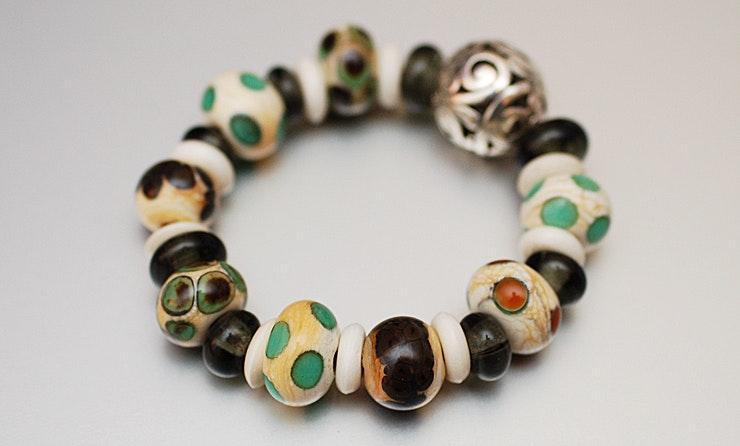 """""""Elfenminze"""" Armband aus Glasperlen mit hochwertigem Gummiband"""