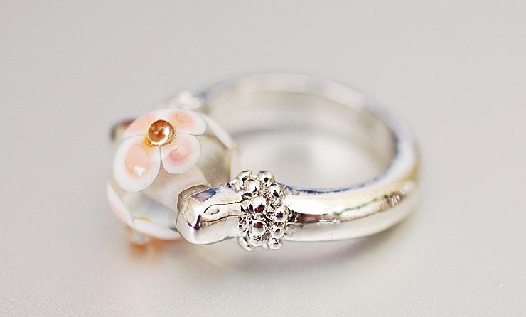 Ring mit schöner Blümli-Perle in Klarglas & Rosa (verkauft)