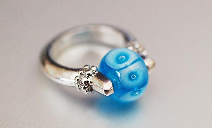 Blue-Eyes Fingerring mit Glasperle, Muranoglas (für Myri/Muttenz-Baselland)