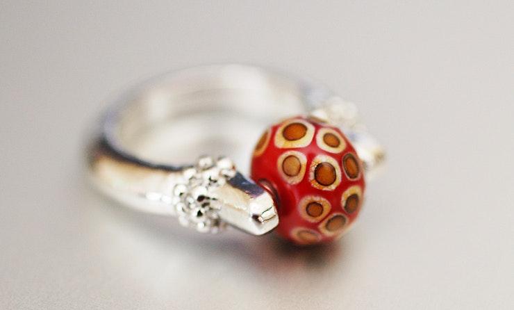 Fingerring mit Muranoglasperle (vergeben/Basel)