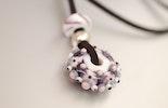 Halskette mit Murano-Glasperlen-Anhänger an Stoffbändel CHF 25.-