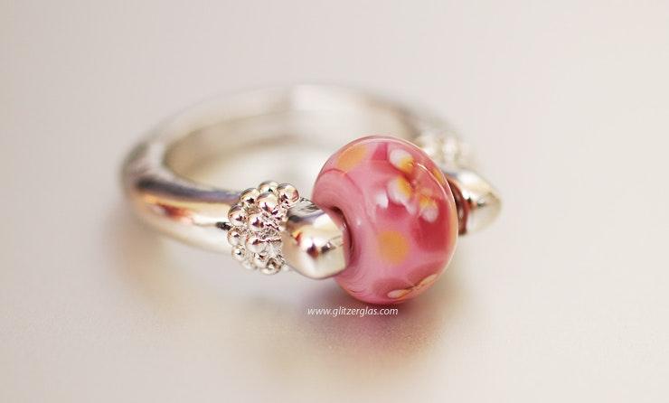 Pinky Fingerring mit Bullseyeglasperle für Gaby/Basel