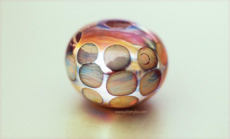 Schiller Glasperle in Double-Helix-Farben (an Frau Rutzer/Romanshorn)