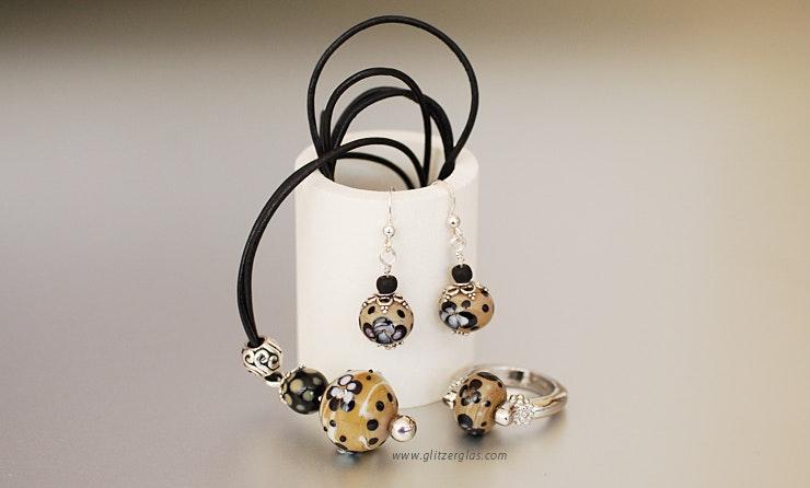 Mokka Dream Muranoglas-Set Kettenanhänger an Lederband, Ohrringe Silber 925 mit Fingerring (Bestellung von Karo/Basel)