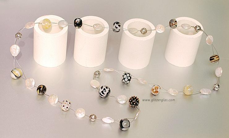 """""""Elegance""""Lange Halskette mit Murano- und CIM-Glas sowie Coin-Pearls und Silberperlen (925) an Nylondraht (Länge 72 cm). verkauft in Bremgarten"""
