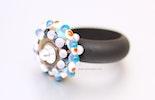 Fancy_Dots Fingerring mit Muranoglas-Perle und Kunststoffring schwarz. verkauft in Bremgarten