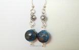 Deep-Blue Ohrringe mit Linsenförmigen Glasperlen aus Bullseyeglass, Silber 925 (verkauft an Dina/Geroldswil)