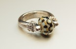 Beige/hellblau/schwarz Ring mit Muranoglas