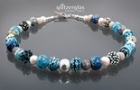 schöne Halskette in blautönen handgertigten Glasperlen mit verschiedenen Mustern (Bestellung)