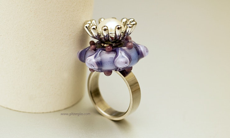 """Purple Queen"" stainless steel ring (size 18) with Murano glass and pearl flower with CHF 55 -"