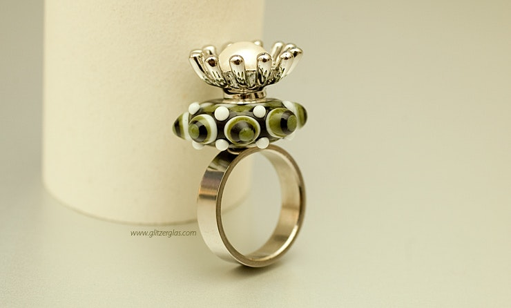 """""""Green Queen"""" stainless steel ring (Size 18) with Murano glass and pearl flower with CHF 55 -"""
