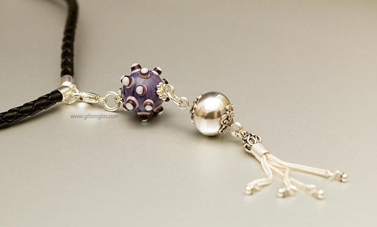 """""""Violetta""""Anhänger mit Muranoglasperle & Silber925 mit geflochtenem Ziegenlederband  90cm lang und echt Silberendstücken"""