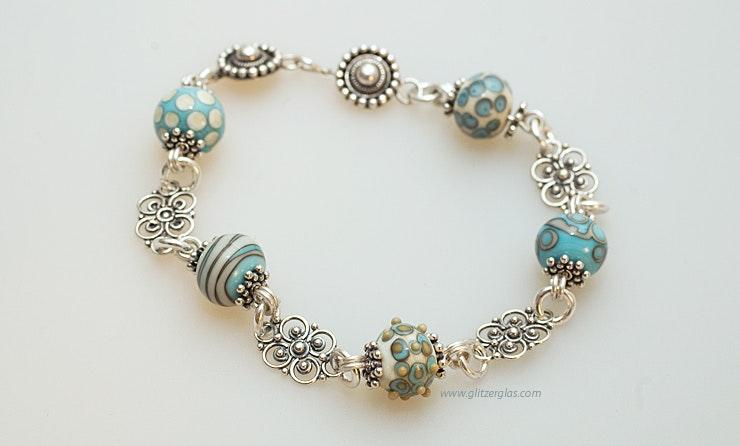 """""""Ibiza 3""""Armband aus Mini-Muranoglasperlen türkis/Elfenbeinfarbig und Silberschmuck (Silber 925). Verkauft."""