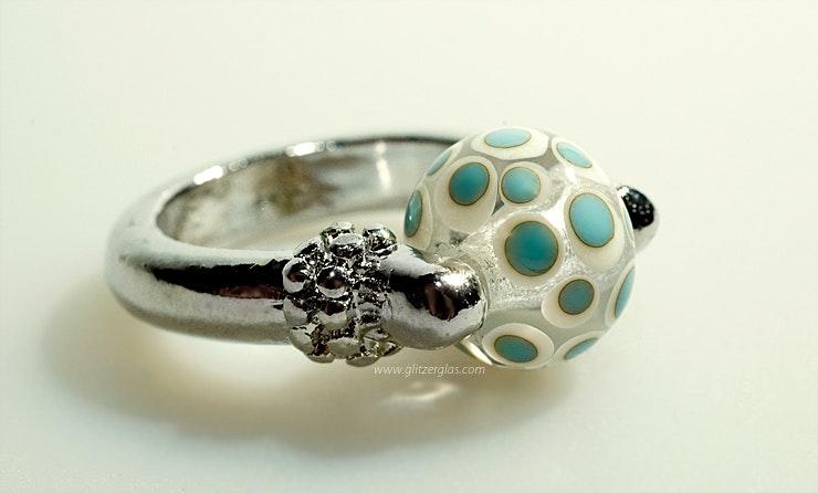 """""""Mykonos"""" Fingerring mit Klarglas/Elfenbein/Türkis Muranoglasperle (gehört jetzt Jeannette/Rüti-ZH)"""