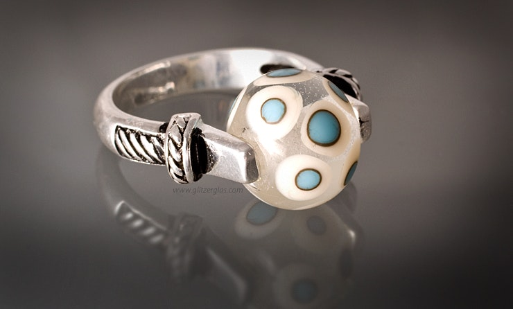 Sterling silver finger ring with a clear glass bead with turquoise and white spotted CHF 55 -