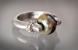 """Lifi"" Fingerring mit Double-Helix Glas"