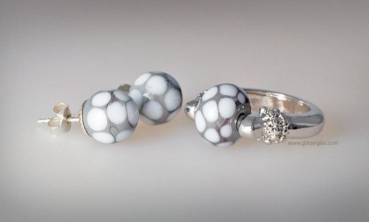"""Griggio"" Fingerring mit Muranoglasperle (verkauft an Frau Rutzer/Romanshorn)"