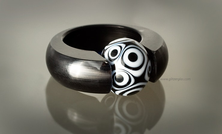 Acrylic ring black with beautiful black and white glass bead