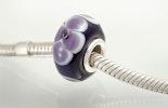 "Modell: ""Purple Flower"". Pandora- und Trollbead-Style Perle."