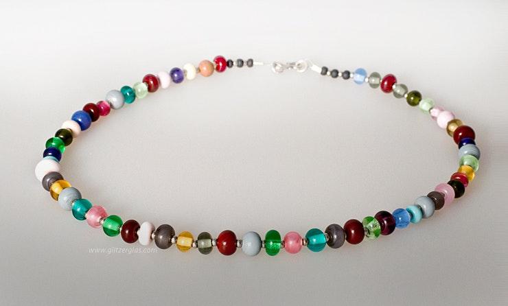 """""""Villa Kunterbunt"""" Halskette mit vielen kleinen bunten Muranoglassperlen (verkauft am Engeli Märt in weil am Rhein)"""