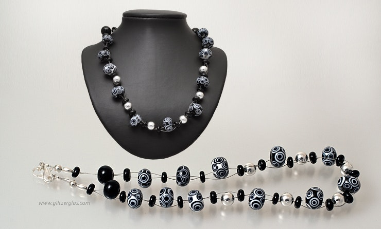 """Cha-Cha-Cha"" necklace with black / white glass beads on jewelry wire with Silber925 closure"
