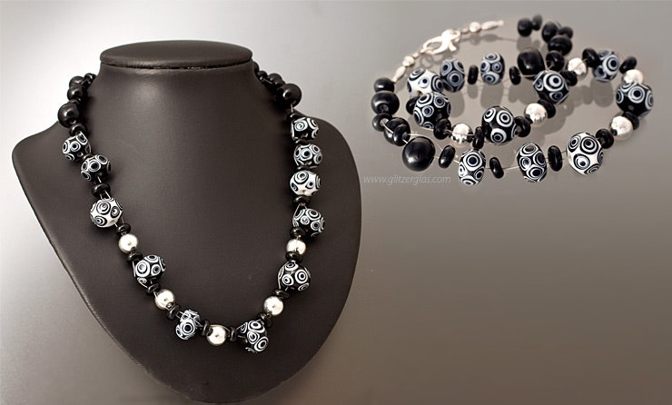"""Cha-Cha-Cha"" Black / White Murano glass beads & silver beads with snap link (Silber925) CHF 165 -"