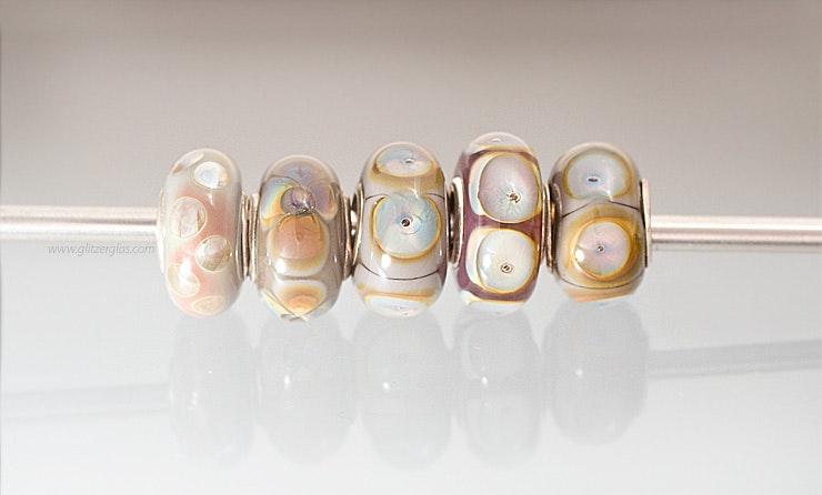 """""""Beige/Perlmutteffekt""""-Pandora-/Trollbeadstyle-Glasperlen aus Muranoglas mit Silber925 Hülse"""