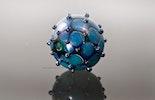 """Aqua-blue"" Glasperle mit DoubleHelix Kronos Silber-Glas"