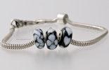 """""""Bianco-Nero"""" 3er Set Modulperlen von mir handgefertigten Glasperlen passend zu allen gängigen Modularmbändern wie Pandora,Tollbead etc... alle Perlen sind mit einer Echtsilberhülse bestückt. (ohne Armband)"""