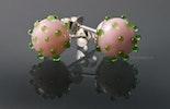 Ohrstecker mit rosaroten Glasperlen und hellgrünen Dots