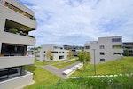Sicht aus Westen, Gebäude mit Eigentumswohnungen