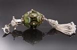 """""""Arabian"""" Kettenanhänger mit Glasperle aus CIM-Glas in helloliv kombiniert mit echt Silber 925 Krönchen mit Süsswasserperle/Quaste an einem Karabiner CHF 85.- (im Shop)"""