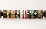 Diverse Rhaki Seidenarmbänder findet Ihr im Petit-Filou in Bergdietikon
