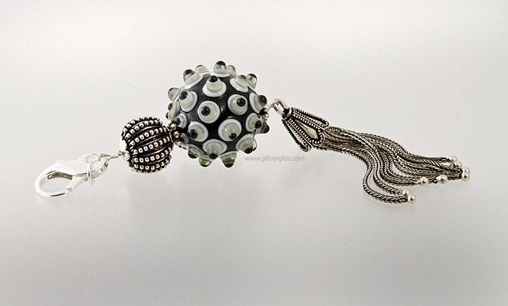 """""""Atomic"""" Schmuckanhänger mit Echtsilberschmuck und einer Glasperle. Karabinerverschluss.CHF 150.- (im Shop)"""