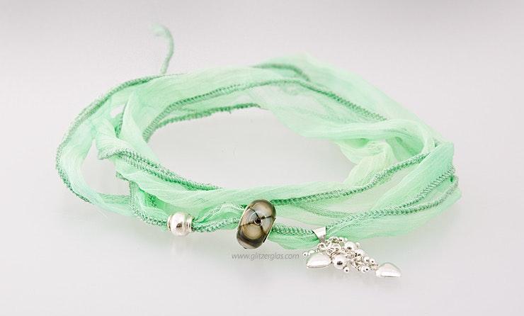 Indisches Seidenarmband in mintgrün mit einer Pandorastyle-Glasperle & 2 Echtsilber925 Schmuckteilen (verkauft)