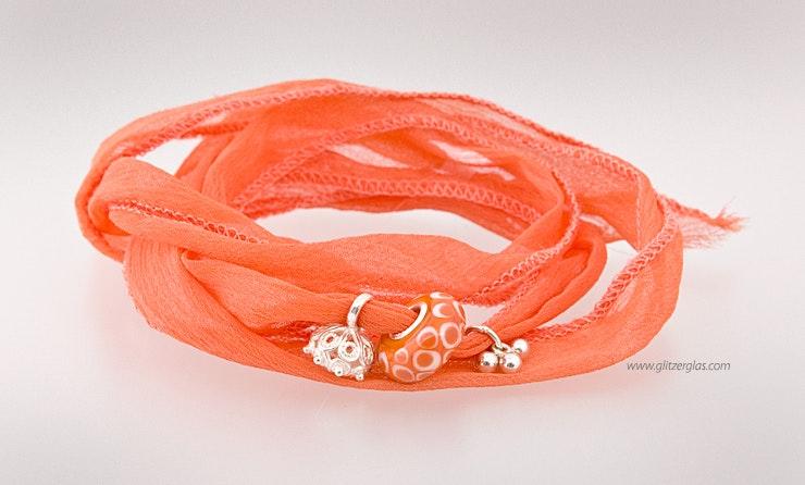 Indisches Seidenarmband dunkelorange mit Modulperle und Echtsilberschmuck. (verkauft)