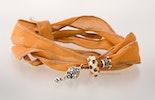 Braunes Seidenarmband mit von mir handgefertigter Glasperle und Echtsilber 925 Schmuckstücken.(verkauft)