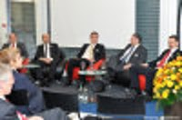von links: Martin Kull,CEO HRS; Bernhard Ruhstaller, Partner acasa Immobilien-Marketing GmbH; Peter Lehmann, CIO Swiss Prime Site Ag; André R. Spathelf, General Manager Aareal Bank