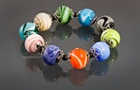 """Bunte Mischung"" Armband mit verschiedenen bunten Swirlperlen kombiniert mit Silber 925 Perlkappen"